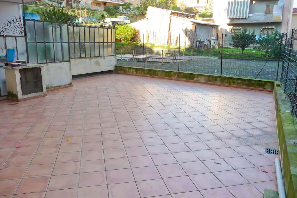 Sanremo vendita appartamento con grande terrazzo e giardino