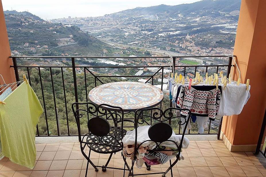 Castellaro, a sei km circa da Arma di Taggia, vendita appartamento