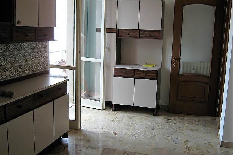 Sanremo vendita appartamento collinare con giardinetto