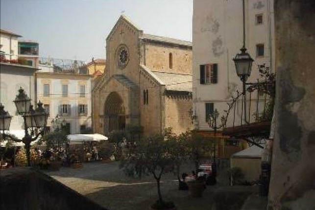 Sanremo centrale zona San Siro affittasi appartamento ristrutturato