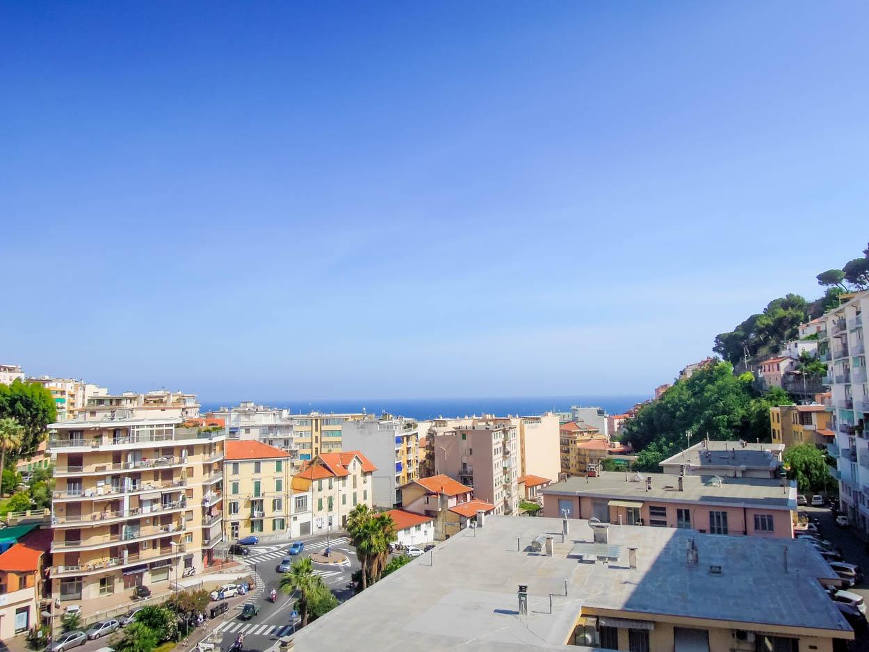 Sanremo: a 5 minuti da Piazza Colombo, Via San Francesco, appartamento con vista mare