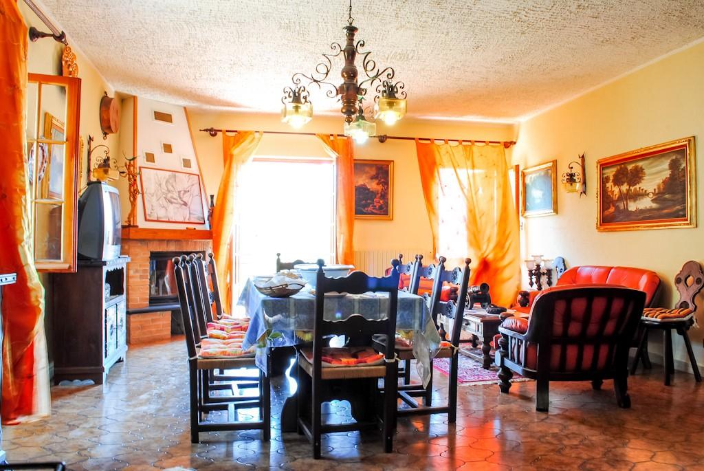 Triora vendita villa con 50000 mq di terreno