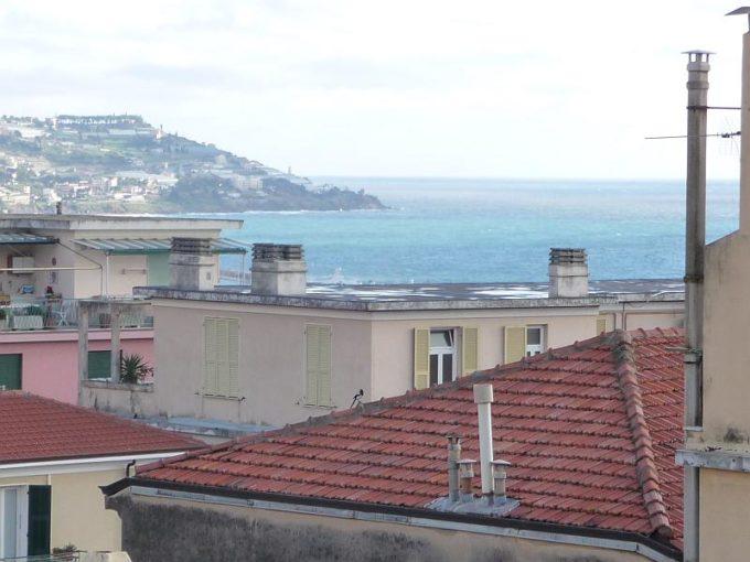 Sanremo Trilocale ristrutturato con cantina e parziale vista mare