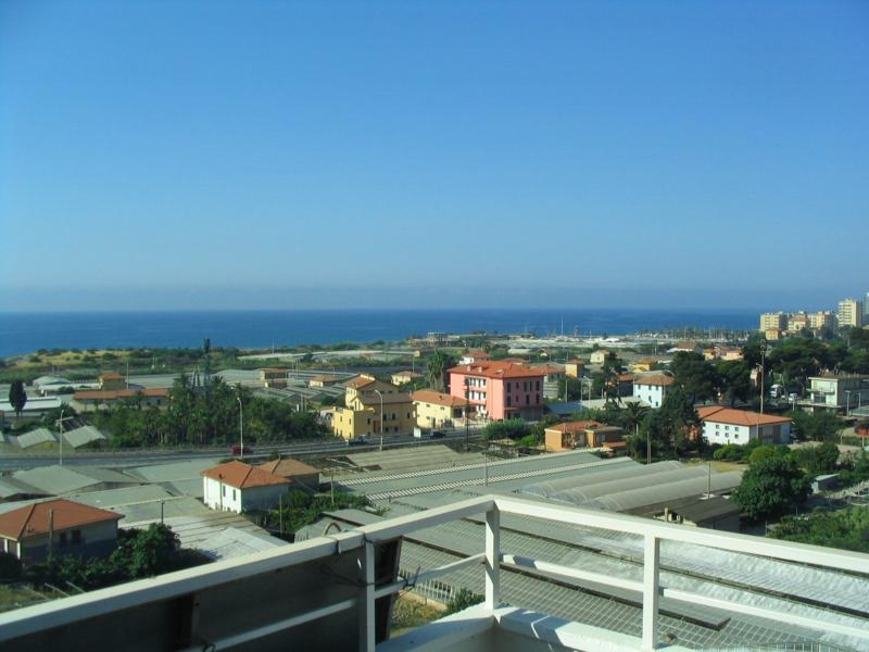 Riva Ligure, trilocale con terrazza e bellissima vista mare