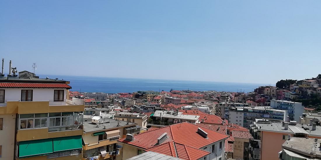 Sanremo, Via Z.Massa a 5 minuti a piedi da PIazza Colombo, attico con vista mare e terrazza