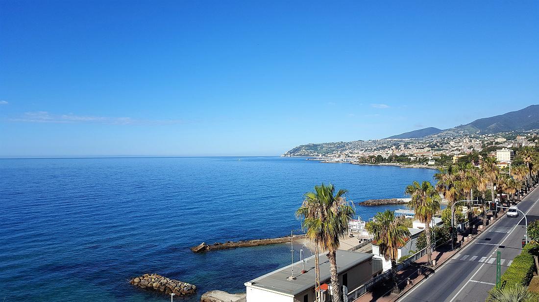 Sanremo, fronte mare, sottoattico con vista mare panoramica