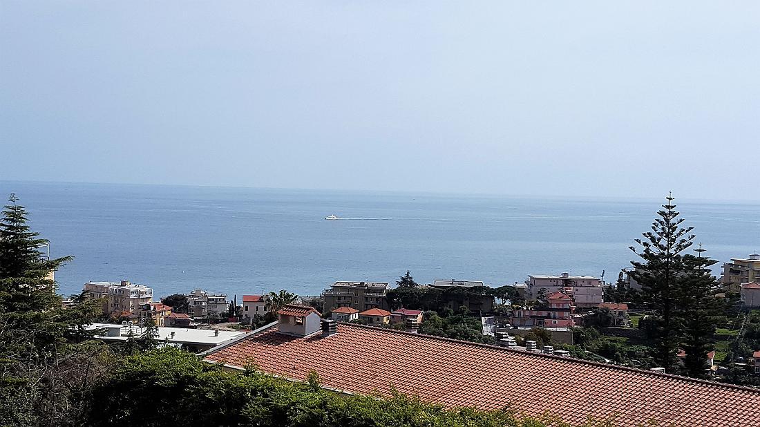 Sanremo, zona Solaro, quadrilocale con splendida vista mare e box auto