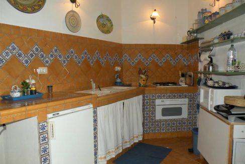 cucina muratura completa di tutto (1)