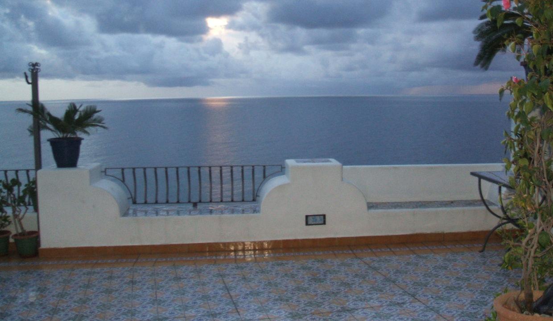 terrazzo a picco sul mare
