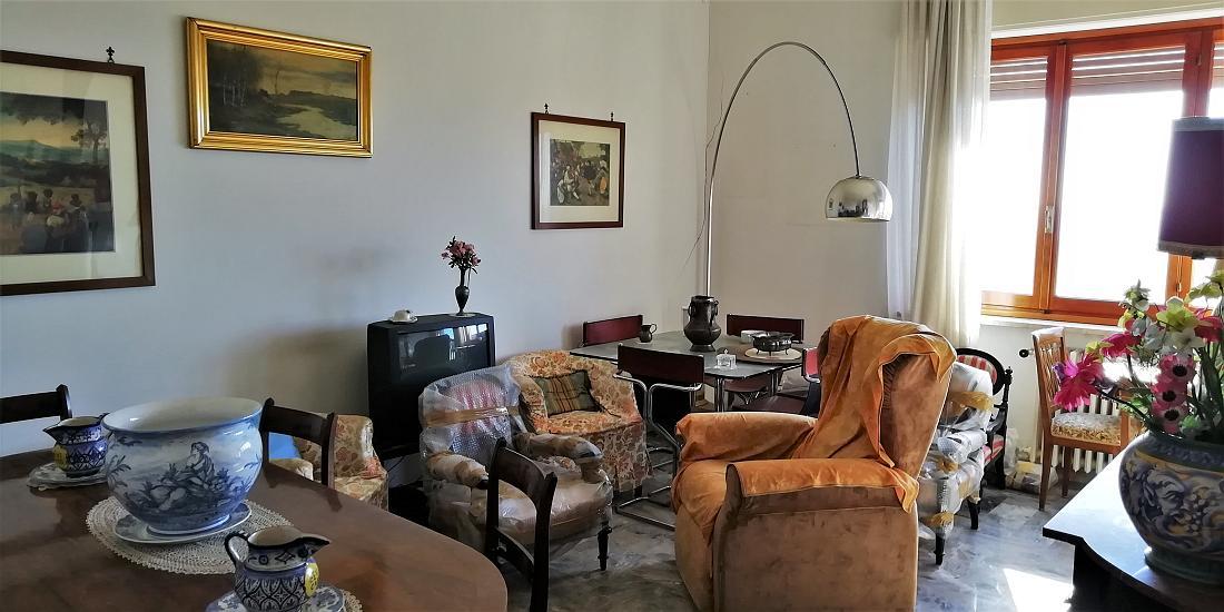 Sanremo, Via Borea, trilocale con vista mare
