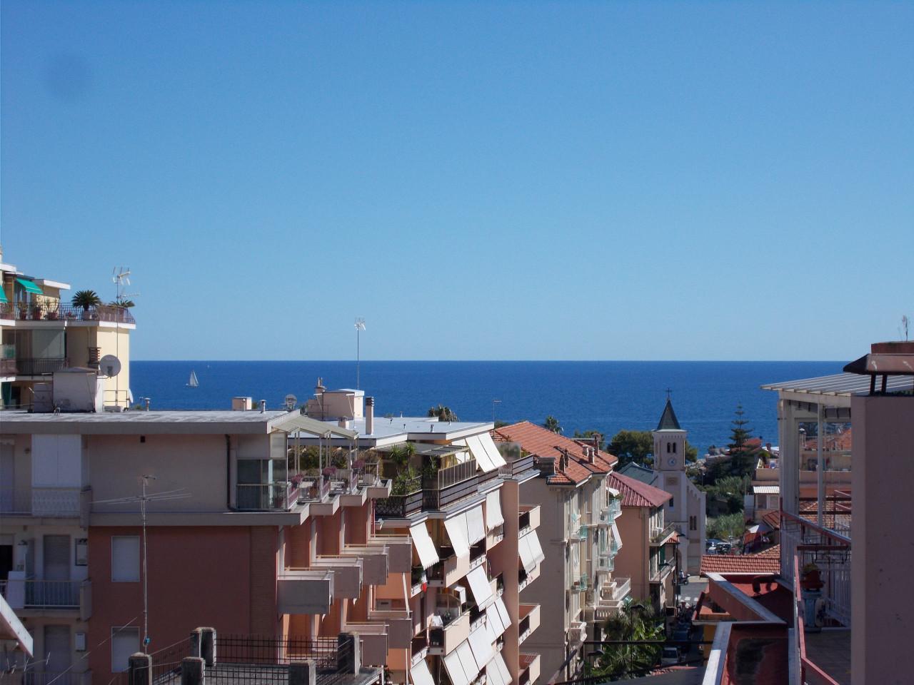 Sanremo, San Martino, Attico con bella vista mare e terrazza
