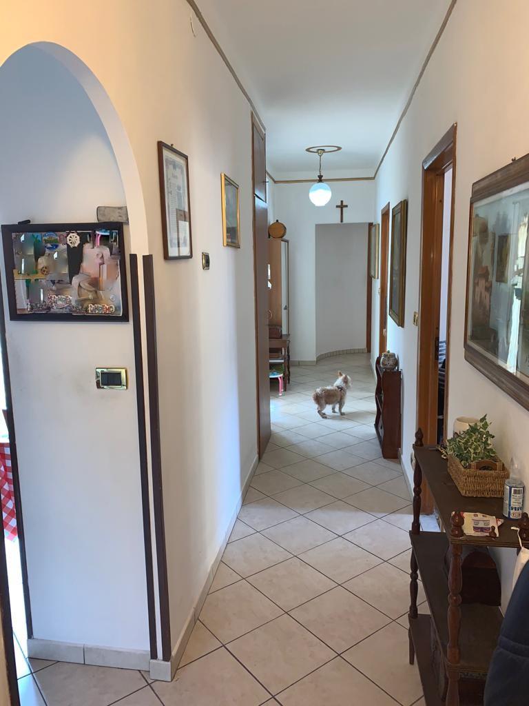 Sanremo, Via Martiri, parte alta, trilocale ristrutturato